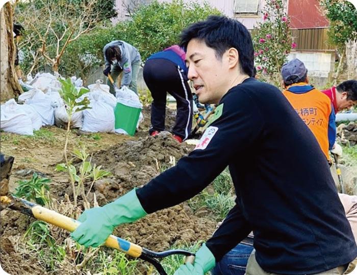 豪雨災害の被災地でボランティア